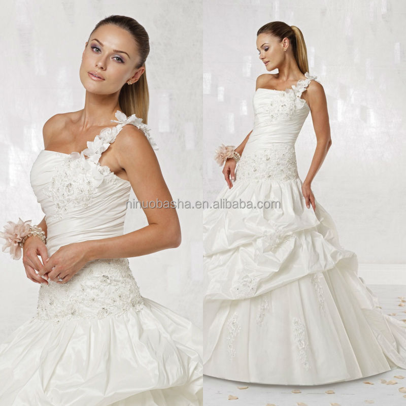 2014 Taffeta One-Shoulder Softly Curved Neckline Ball Gown Wedding Dress With Appliqued Pleated Bodice Picked-up Skirt NB0887