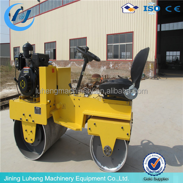 Ride on type concrete screed self-propelled vibratory road roller