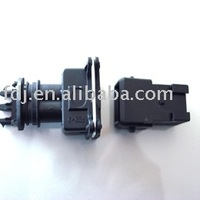 Male and female auto connector