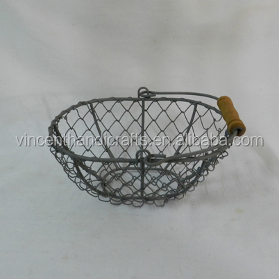 Handmade rusty small chicken metal wire mesh basket for decor