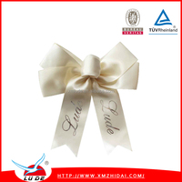 Gift ribbon bow making with elatic loop