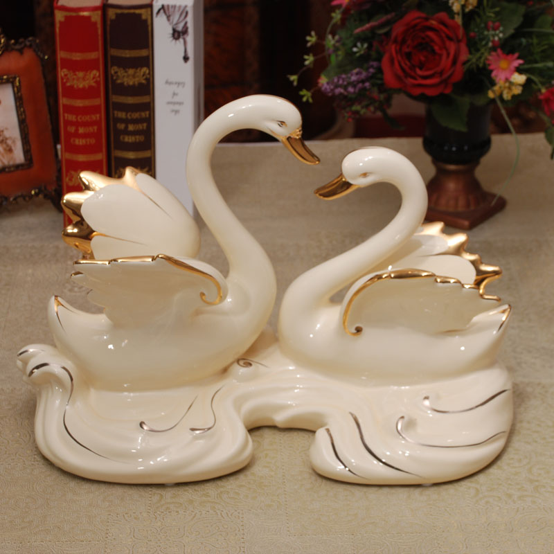 High Quality Love Art Craft Resin Animal Figurine Marry Couple Wedding Souvenirs Gift Items Set Swan Statues