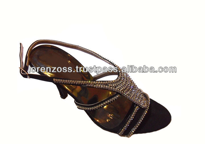 Women Footwear With Beautiful Embroidery