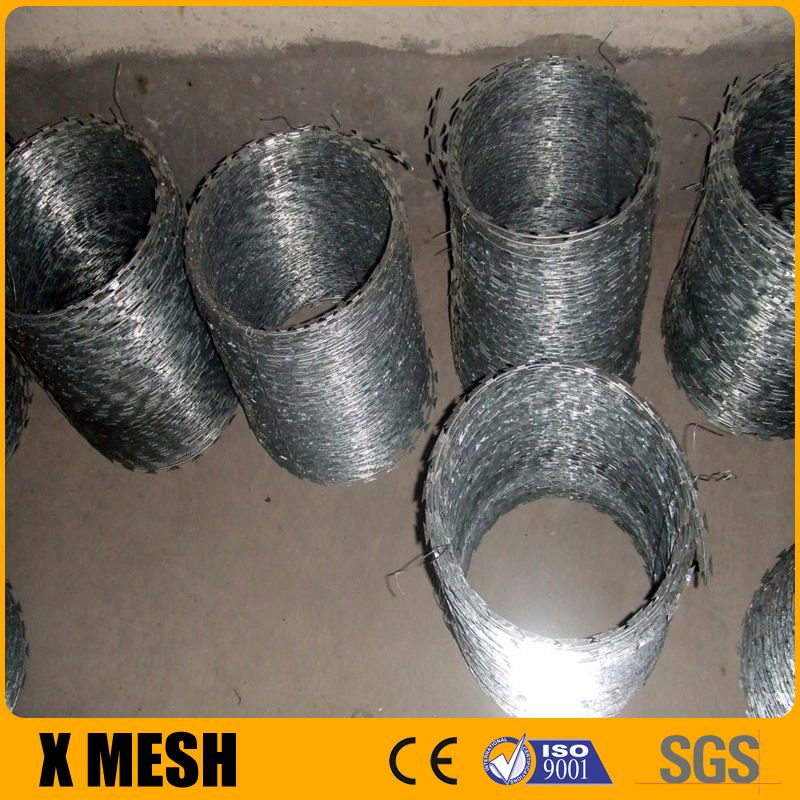 Hot dipped galvanized razor wire detail for military security