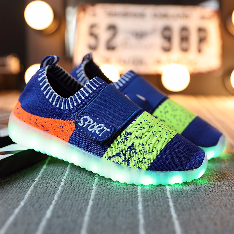Children flying casual shoes low to help kids with LED lights shoes with light-emitting