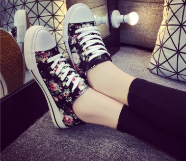 The new korea shoes are comfortable shivering college wind flat casual canvas shoes