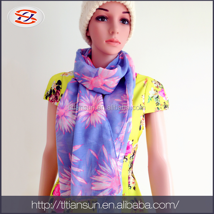 2017 Hot Selling Products Hijab Fashion Arabic Scarfs And Soft Printed Ladies Silk Scarves