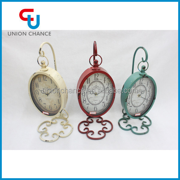 Elegant Oval Vintage Clock With Hollow-out Decorative Pattern Pedestal