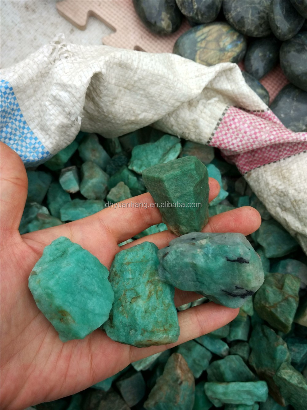 Wholesale natural raw Amazon rough stones ,green crystal stone for carvings