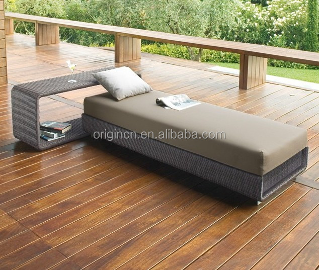 Contemporary home or hotel outdoor dream lounger and side table furniture wicker bali bed