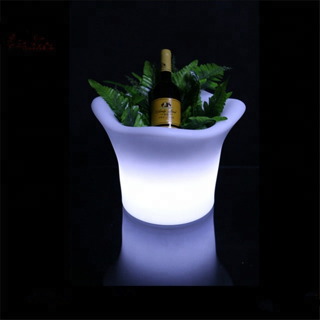 CE&ROHS PE plastic color changing led ice bucket with remote/led illuminated ice bucket/ led lighted ice bucket