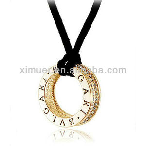Trendy gold necklace hold ring