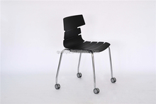 Fashion simple indoor household plastic dining room / kitchen chairs with wheels
