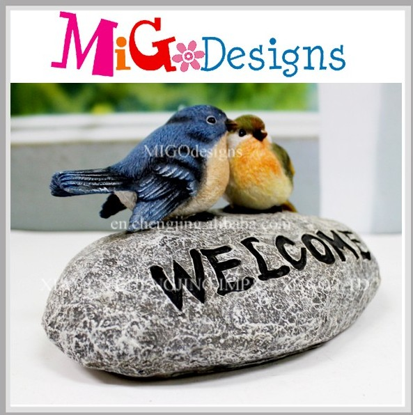 Handmade Garden polyresin bird welcome sign