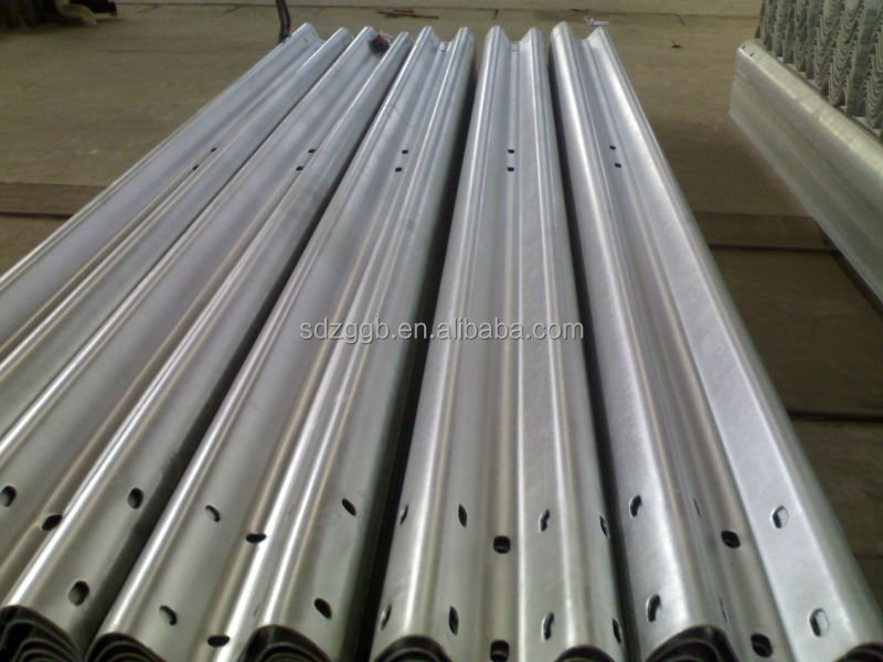 Three Waves Galvanized Highway Guardrail