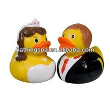 Hot selling bride and groom promotional rubber duck
