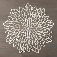 Factory flower new arrival design PVC placemat/gold and silver round pvc table mat