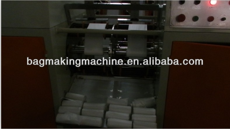 Machine to make plastic bags on roll with two lines without paper core