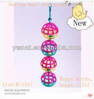 2013 newest birds toys hollow ball for birds, plastic happy birds/pet toys for birds/pet