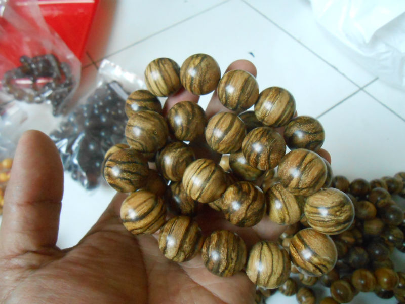 20 mm 12 Round Beads Agarwood oudh West Kalimantan tiger motif