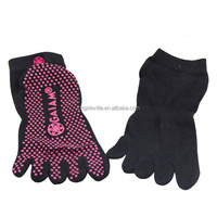 GS manufacturer custom red silicon anti slip grips cotton five finger toes yoga socks