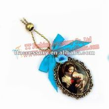 Fashion Pendant Necklace With The Queen Of Grace