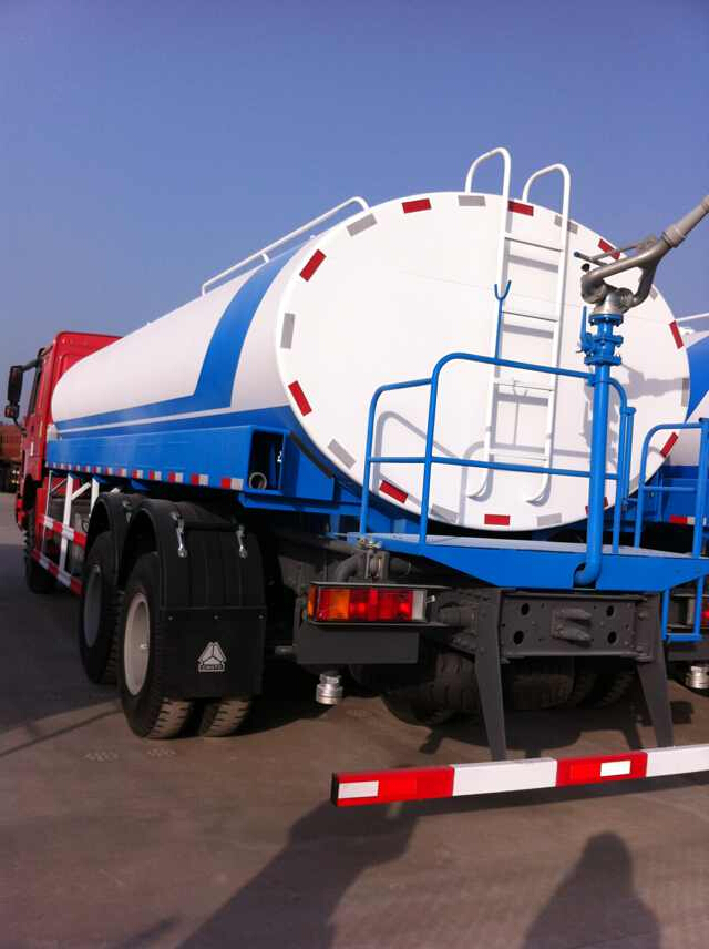 6000 liter water tanker trucks , small oil tanker 8500 liter , bitumen tank trailer for sale