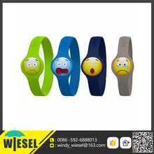 Hotsale OEM custom color engraved sport bracelets wholesale mood logo silicone rubber wristband