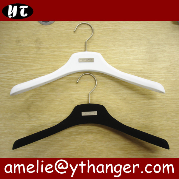 YT velvet clothes hanger velvet flocked hanger with metal logo