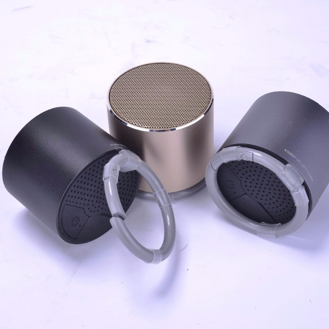 2018 <strong>manufacturer</strong> selling best promotional gifts buckle light function Mini Bluetooth speaker