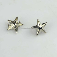 Star shape prong studs with claw