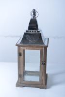 11A129 Lantern with pine wood base and glass and metalic roof incluidng small round handle