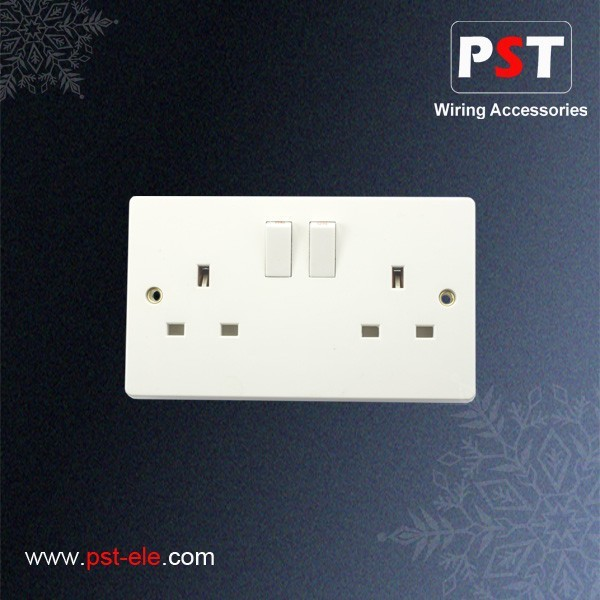 BS (UK) 13A Double Wall Socket