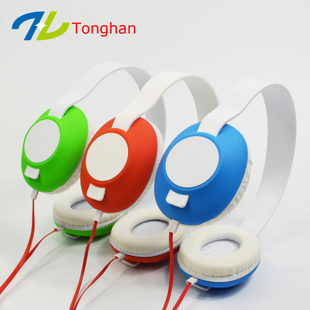 Cheap promotion headphone custom logo and color get sample