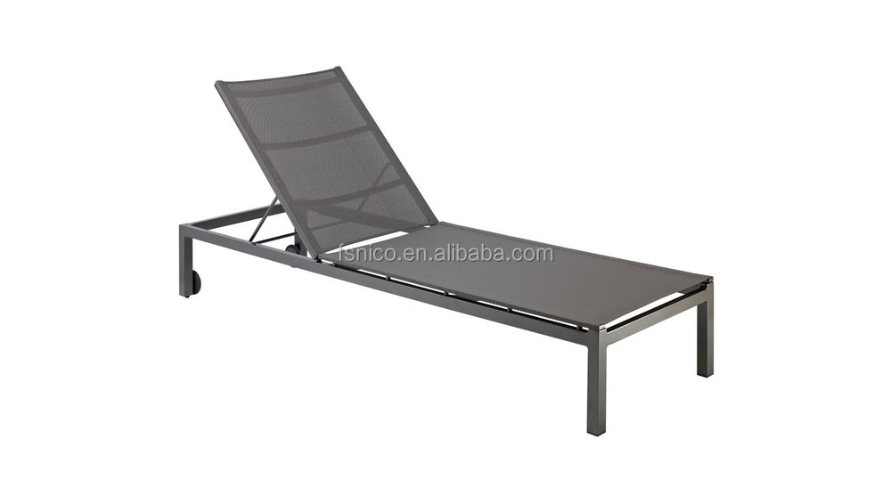 Stylish outdoor wicker beach chair/lounger/sun bed/chaise lounge