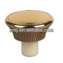 2013 Latest design gold plastic top Synthetic cork stopper for wine bottles decoration