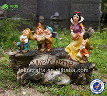 Professional Factory for Resin Snow White and the Seven Dwarfs with Pot and Solar Light