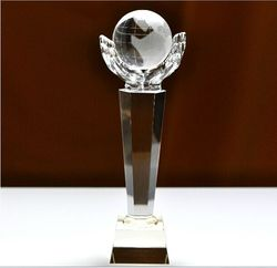 China Manufacturer Assembled Custom Logo Size Engraving TOP Glass Handshape K9 Mirror Ball Trophy