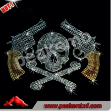 2016 Hotfix Wholesale Rhinestone Skull Heat Transfer Iron on Gun Design for Men T Shirt