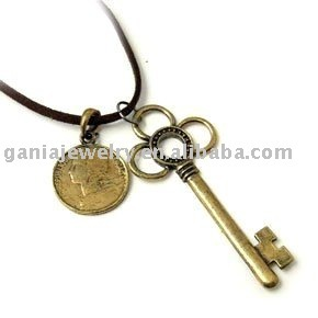 Hot Sale Fashion Necklace with Coin and Key Pendant
