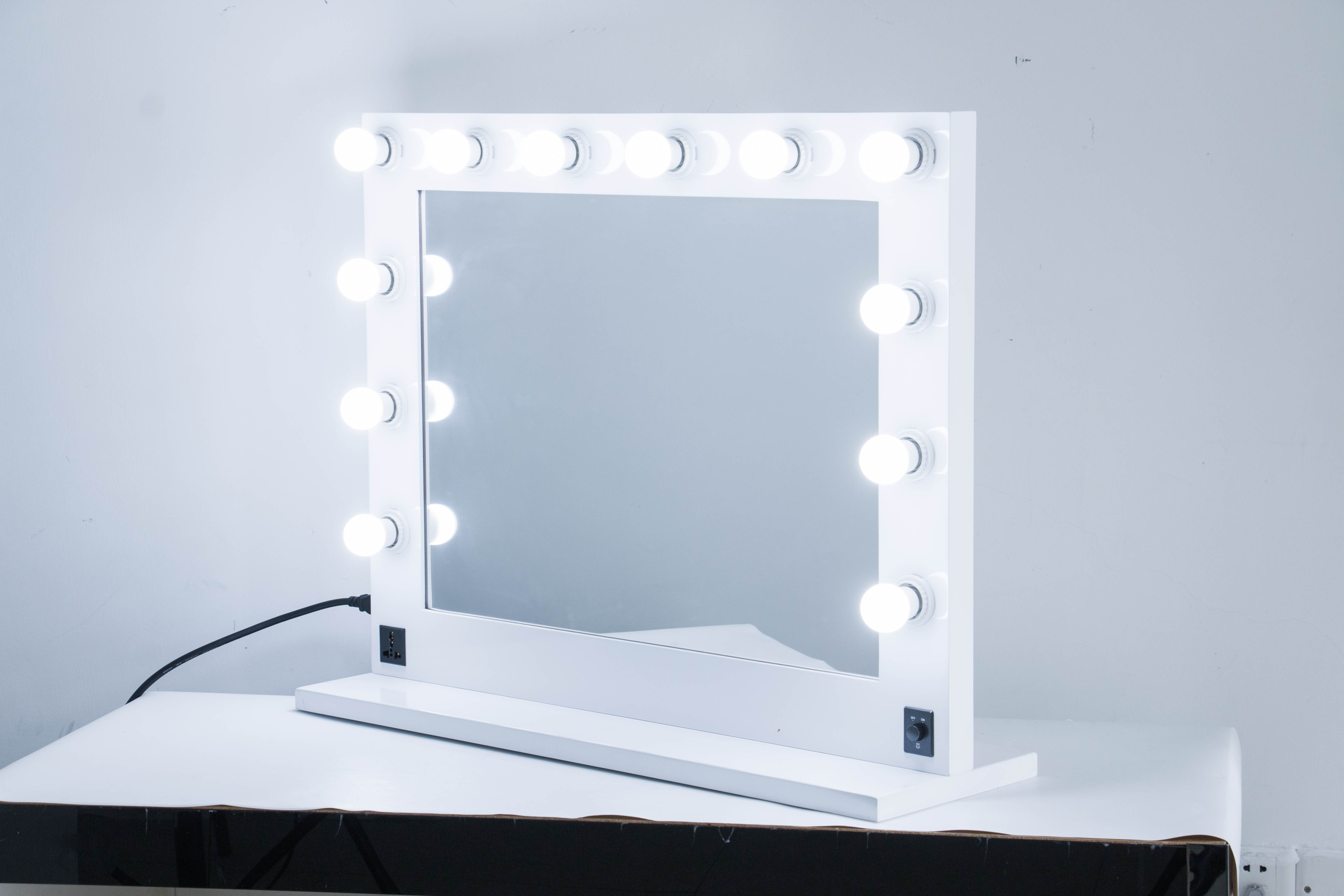 2019 Nwew Arrival Wholesale hollywood mirror hair salon mirror with light