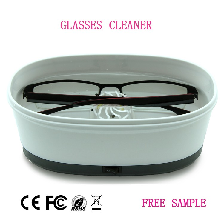 Portable plastic eyeglass cleaner totally unique design in the world