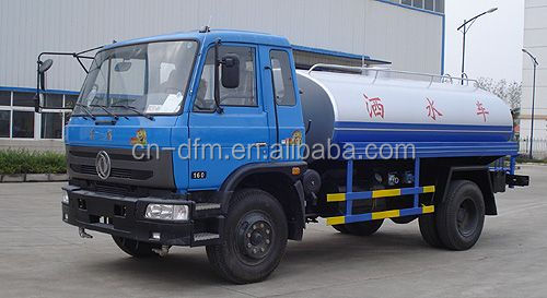 Dongfeng old model truck, water sprinkler tanker truck