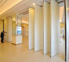 Chile hotel movable partition wall acoustic wooden hanging folding partition wall with variety color
