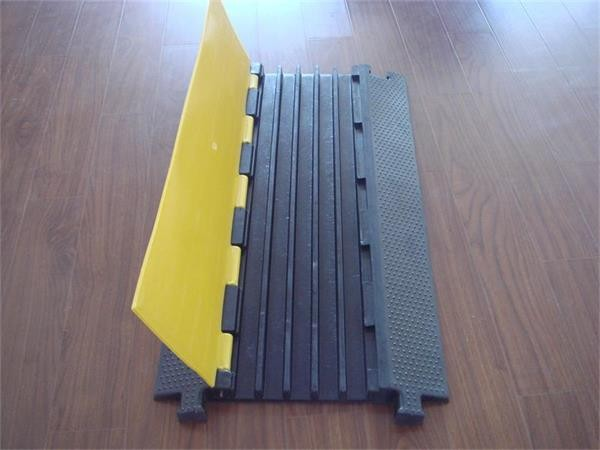 5 channel Plastic Cover Straight Ramp Rubber Cable Ramp
