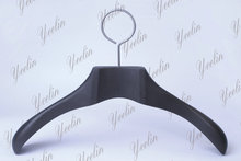 Wholesale Close Loop Hook Black Wood Coat Hangers Suits Hangers for Brand