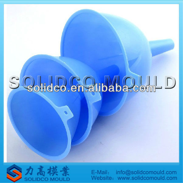 Plastic funnel injection mold