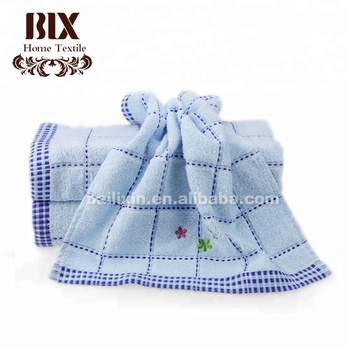 High quality hot selling cheap 100% coton dispenser wet face towel