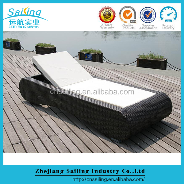 White Color Outdoor Antique Chaise Lounge