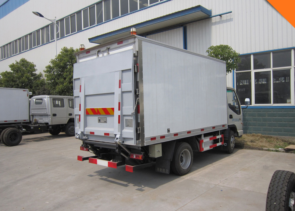 5Tons cargo truck /dry cargo delivery van With Tail Lift Platform